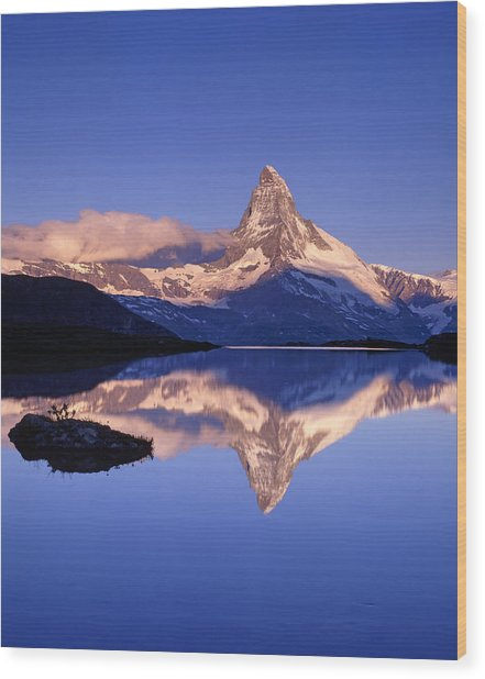 The Matterhorn Reflecting In Lake Wood Print by Brian Lawrence