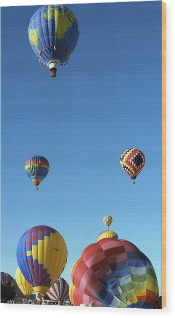 Up Up And Away Wood Print by Les Walker