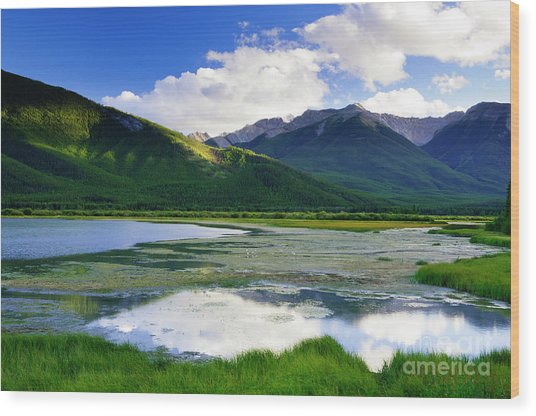 Vermillion Lakes Wood Print by Ginevre Smith