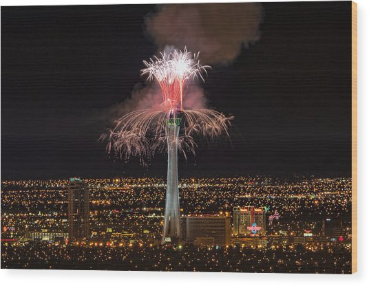2011 New Year's Fireworks - The Stratosphere Wood Print