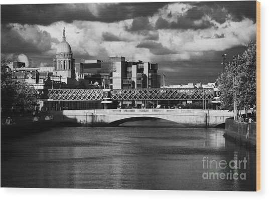 View Of The River Liffey In Dublin City Centre Republic Of Ireland Wood Print by Joe Fox