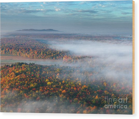 Early Autumn Morning Fog On The Richelieu River Valley Quebec Ca Wood Print