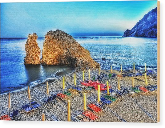 5 Terre Monterosso Beach Umbrellas In Passeggiate A Levante Wood Print by Enrico Pelos