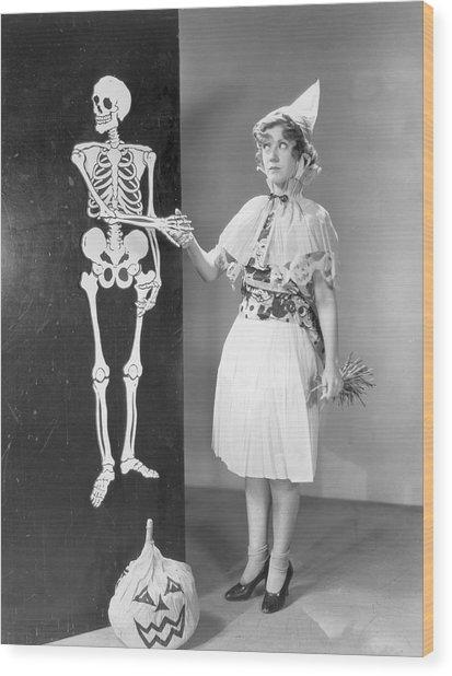 A Bone To Pick Wood Print by Hulton Archive