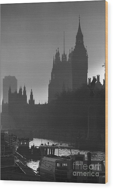 A Foggy Day In London Wood Print by Aldo Cervato