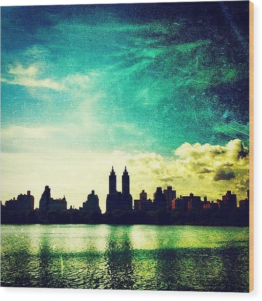 A Paintbrush Sky Over Nyc Wood Print