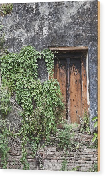 Ancient Window In Old Temple Thailand Wood Print by Chavalit Kamolthamanon