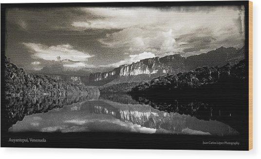 Auyantepuy Reflejado En El Rio Carrao Wood Print by Juan Carlos Lopez