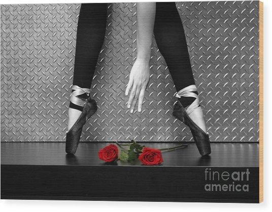 Bailarina En Rosas Wood Print