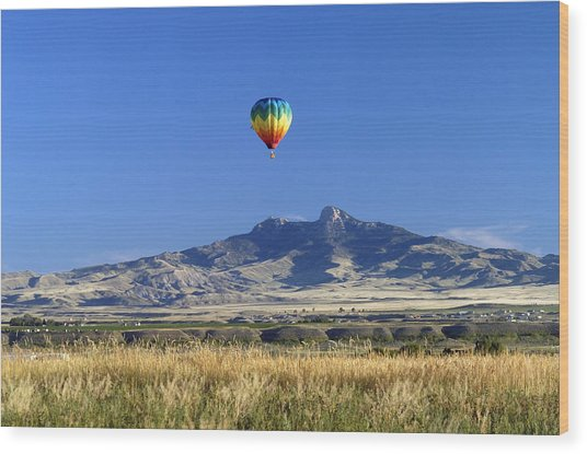 Balloon Over Heart Mountain Wood Print by Lora Ballweber