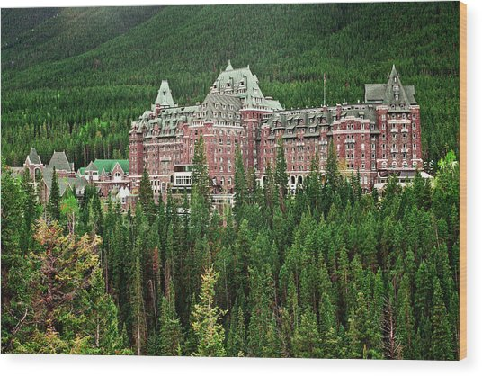 Banff Hotel 1607 Wood Print by Larry Roberson