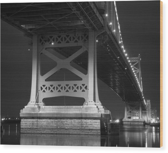 Ben Franklin Bridge Black And White Wood Print by Aaron Couture
