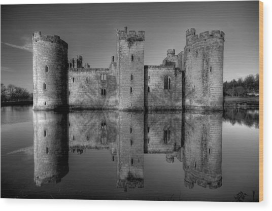 Bodiam Castle In Mono Wood Print by Mark Leader