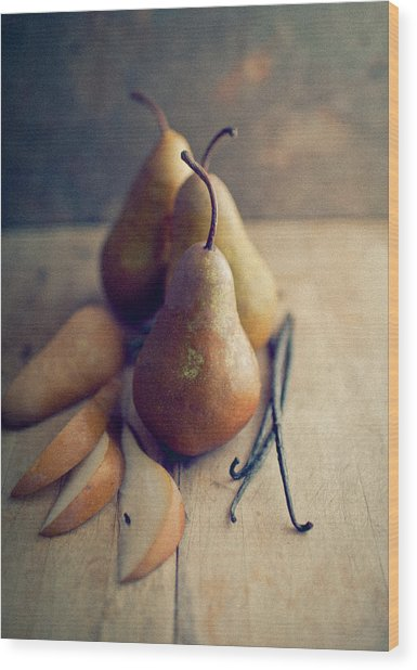 Bosc Pears And Vanilla Beans Wood Print by Anna Hoychuk