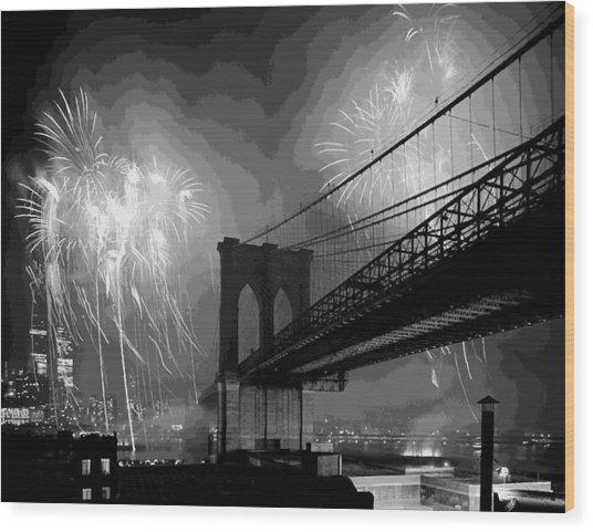 Brooklyn Bridge Fireworks Bw16 Wood Print