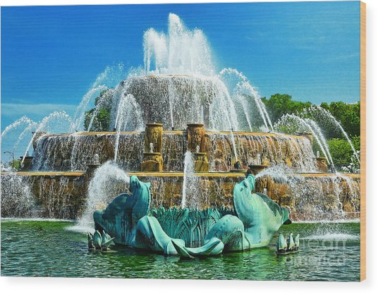 Buckingham Fountain - Chicago Wood Print by JH Photo Service