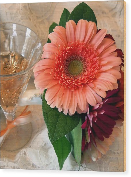 Champagne And Daisies Wood Print