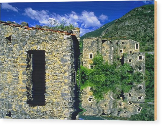 Colletta Di Castelbianco In Val Pennavaire Wood Print by Enrico Pelos