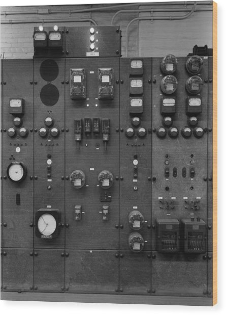 Control Panels Of The Detroit Edison Wood Print by Everett