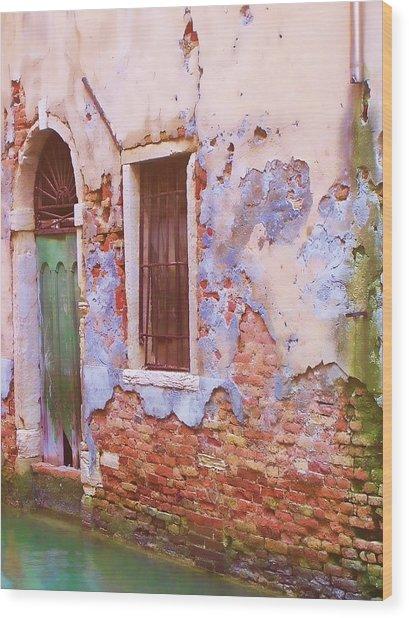 Crumbling Venetian Beauty Wood Print