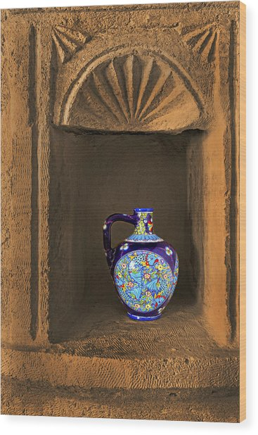 Decorative Carafe In An Alcove Wood Print by Kantilal Patel