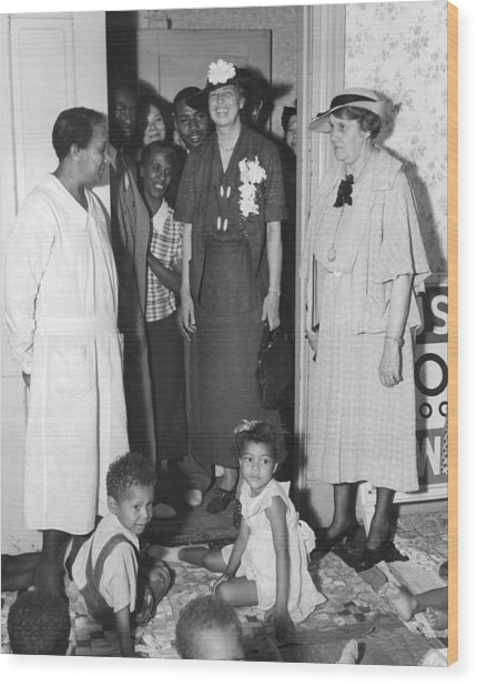 Eleanor Roosevelt Visiting A Wpa Works Wood Print by Everett