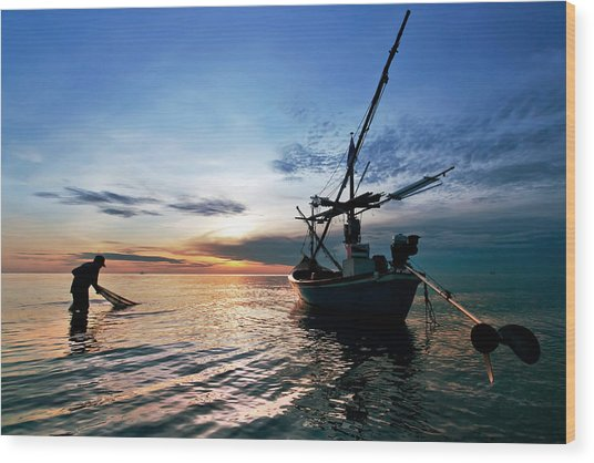 Fisherman Life Huahin Thailand Wood Print by Arthit Somsakul