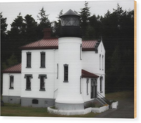 Fort Casey Lighthouse Wood Print by Lee Yang