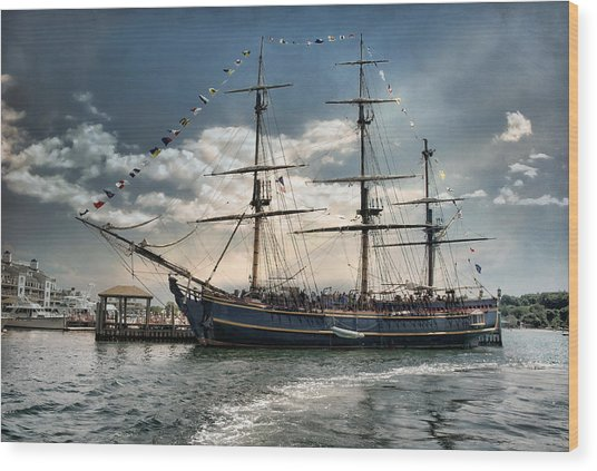 Hms Bounty Newport Wood Print