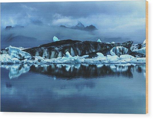 Icebergs In Jokulsarlon Wood Print