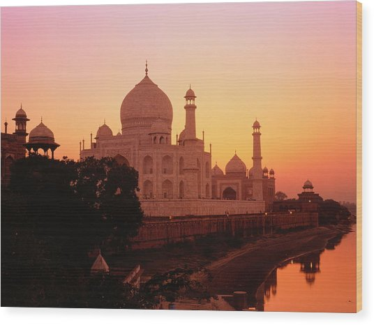 India,agra,taj Mahal And River Yamuna,sunset Wood Print by David Sutherland