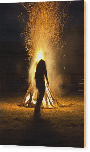 Indian Ceremonial Bonfire Wood Print by Ralph Brannan