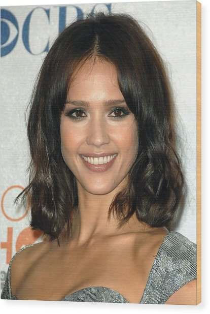 Jessica Alba In The Press Room Wood Print