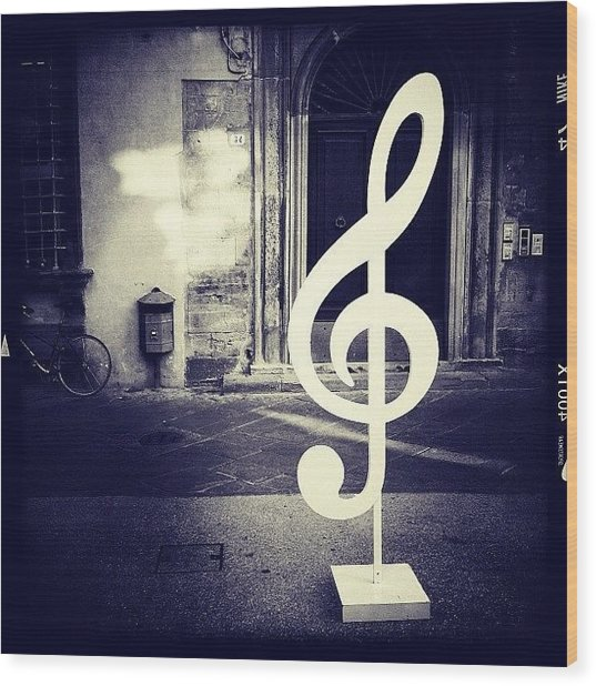 La Musica Wood Print