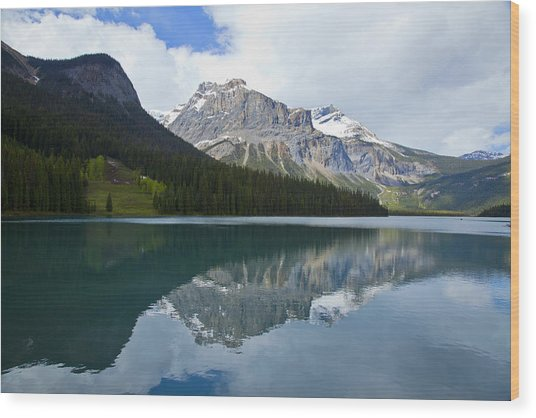 Lake Louise 1819 Wood Print by Larry Roberson