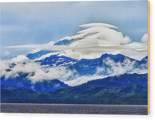 Lenticular And The Chugach Mountains Wood Print