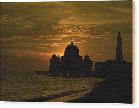Malacca Straits Mosque Wood Print by Ng Hock How