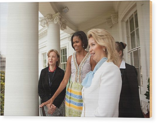 Michelle Obama Hosts First Lady Wood Print by Everett