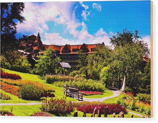 Mohonk Mountain House Garden Wood Print by Michael Ray