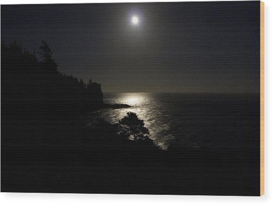 Moon Over Dor Wood Print