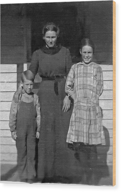 My Dad And Aunt And Grandmother Wood Print by Ralph Brannan