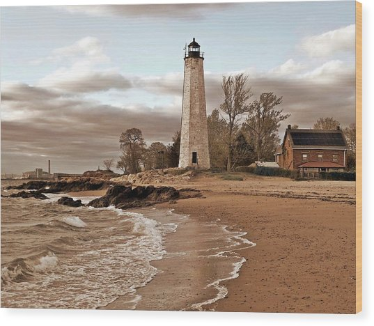 New Haven Lighthouse Wood Print by Frank Garciarubio