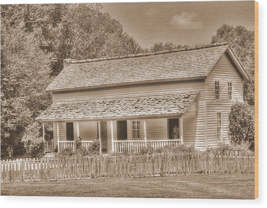 Old House In The Cove Wood Print by Barry Jones