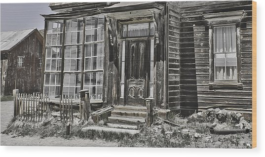 Old Old House Wood Print by Richard Balison