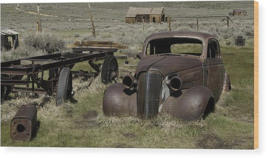Old Rusted Car Wood Print by Richard Balison