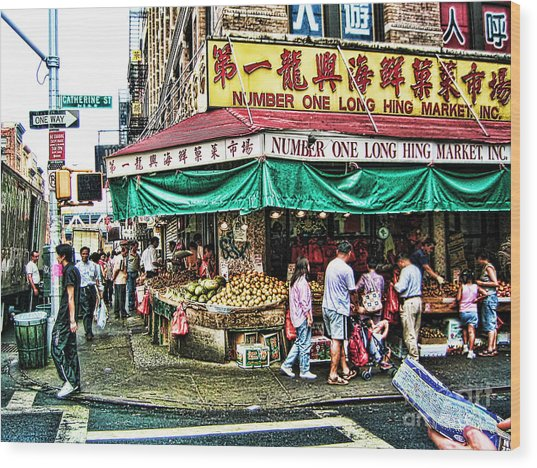 On Tour In Chinatown-nyc Wood Print by Anne Ferguson