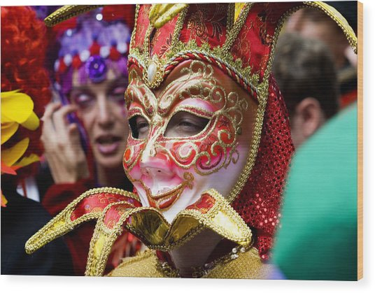 Person In Venetian Mask, New Orleans Mardi Gras Wood Print by Ray Laskowitz