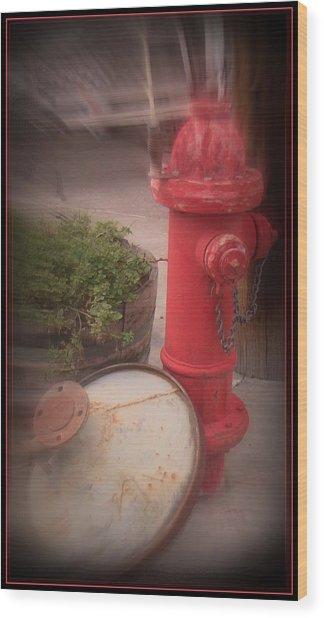 Red Faithful Hangin' At The Corner Wood Print