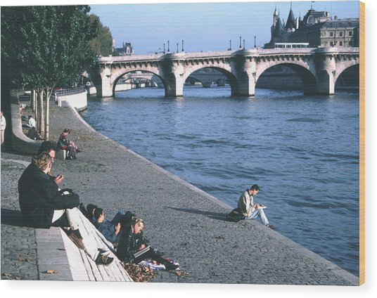 Relaxing Along The Seine Wood Print