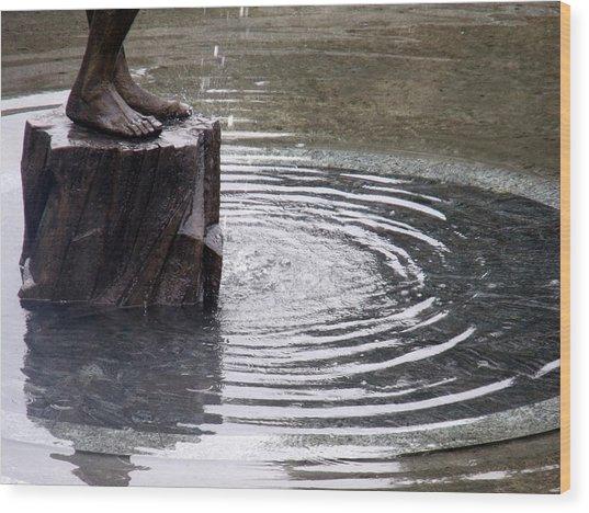 Ripple Feet Wood Print by Lee Versluis
